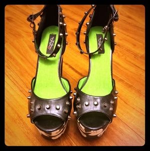 Iron Fist Loose Tooth Super Platform Heels Size 9